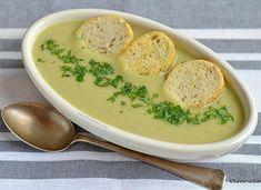 Supă cremă de praz cu cartofi și smântână – fină și cremoasă. Creamy leek and potato soup. #savoriurbane #retetanoua #supacrema #praz #cartofi #smantana #creamysoup #soup #leek #potatosoup #leeksoup #potatoleeksoup #instasoup #wintersoup #delicious #simplerecipes #foodideas #foodphotoaday Cheeseburger Chowder, Feta, Good Food, Food And Drink, Cooking Recipes, Baking, Ethnic Recipes, Soups, Chair
