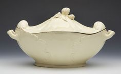 ANTIQUE ENGLISH CREAMWARE QUATREFOIL TUREEN & COVER c.1800