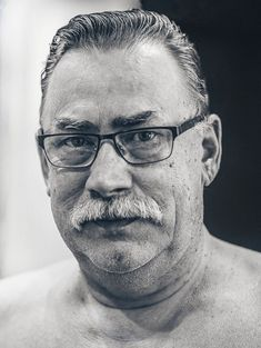 ЧБ портрет черно белый man face black and white portret shoot bw Man, Portraits, Glasses, Eyeglasses, Head Shots, Eye Glasses, Portrait Paintings, Portrait, Headshot Photography