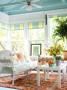 pretty sun porch - hearty-home.com