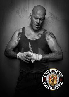 Bruce Willis vaping e-cig