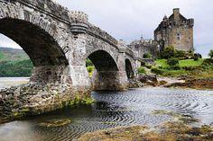 Eilean Donan castle (Alternative Names : Castle Donnan, Ellan Donnan), Skye and Lochalsh, Highland, Scotland    © Pixures - Jacques Maréchal