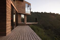 Completed in 2017 in Tunquen, Chile. Images by Paula Monroy. On the coastal edge emerge the streams of native vegetation, the water courses and the eucalyptus forests where the landscape . speaks, which leads. Architecture Awards, Amazing Architecture, Architecture Design, Architects Journal, Narrow House, Architectural Photographers, Cladding, My House, Cottage