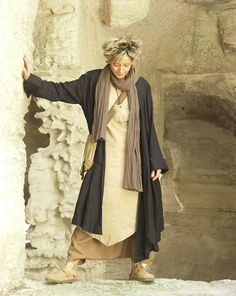 AMALTHEE CREATIONS / Asymmetrical coat (beautiful thick and dense black linen) worn over a tunic made of beige linen
