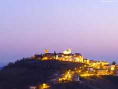 [The villages of the hats district] The smiling colors of Monte Vidon Corrado at sunrise. ... la collina di Monte Vidon Corrado al sorgere del sole ! #HatsDistrict
