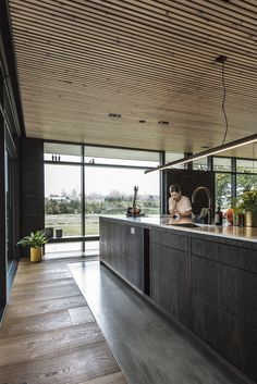 Elegant Kitchen Design Ideas for Modern Home - Page 4 of 46 - different kitchens Elegant Kitchen Design, Wood Celing, New House Plans, Modern Tiny House, Kitchen Design, Loft House, Modern Japanese Interior, House Extension Design, Wood Slat Ceiling
