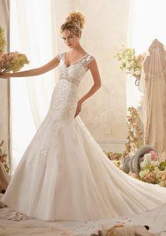 Soooooo love it: white lace, sleeves, nipped in waist