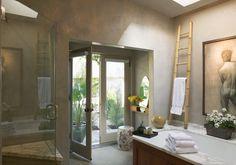 Originelle Einrichtungsideen im Bad – wie Sie Ihre Badetücher mit Stil aufbewahren - originelle einrichtungsideen im bad bambus leiter