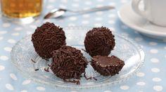 rum balls - New Site Mini Desserts, Holiday Desserts, Cookies Roses, Cake Cookies, Chocolate Cheesecake, Chocolate Fudge, Xmas Food, Christmas Baking, Christmas Cookies