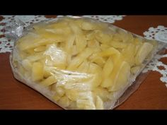 Πατάτες στον καταψύκτη - Potatoes in the Freezer ( How To Freeze Potatoe. Food Hacks, Food Tips, Greek Recipes, Cooking Tips, Pineapple, Cabbage, Frozen, Food And Drink, Potatoes