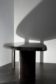 Charlotte Perriand Paris 1903 - Paris 1999 Free shaped table, ca 1960 50s Furniture, Modern Furniture, Furniture Design, Charlotte Perriand, Pierre Jeanneret, Fabric Roman Shades, Belle Photo, Dining Table, Chair