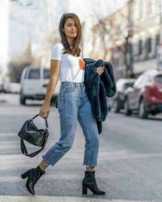 Adorable street style jeans ideas for this spring 37 classy street style, w Fashion Guys, Fashion Mode, Black Women Fashion, Look Fashion, Spring Fashion, Fashion Outfits, Fashion Trends, Gucci Fashion, Classy Fashion