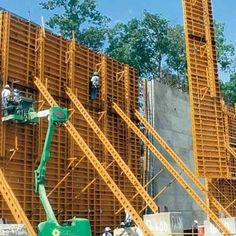 VERSA BEAM is a modular system that is compatible with a wide range of other forming systems and use of the system can reduce the cost of on-site modifications. Concrete Formwork, Concrete Stairs, Concrete Forms, Concrete Contractor, Working Man, Scaffolding, Civil Engineering, Heavy Equipment, Steel Frame