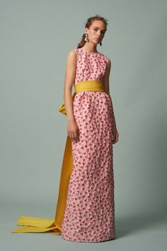 Luxe Runway Review | Resort 2017 | Oscar de la Renta | Pale pink column gown with puckered poppies and a mustard obi belt/train | The Luxe Lookbook