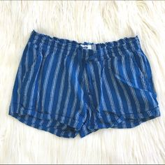 """Striped Blue Shorts Super cute shorts! Perfect for a trip to the beach! Stretchy waist band. 55% linen, 45% rayon. Feels very linen-y. Used condition. 14.5"""" across top, 11"""" from top to bottom on side. Old Navy Shorts"""
