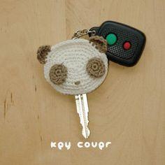 Panda Key Cover Crochet Pattern, graphique et écri Crochet Key Cover, Love Crochet, Crochet Gifts, Crochet Flowers, Knit Crochet, Crochet Panda, Owl Patterns, Knitting Patterns, Craft Ideas