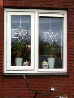 Voor mijn raam, gemaakt van ijsstokjes