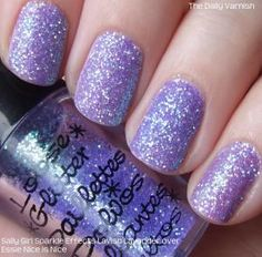 I am so going to try this. Such a simple way to accomplish pretty glitter nails. I'm thinking glitter toes? Purple Glitter Nails, Glitter Toes, Lilac Nails, Glittery Nails, Glitter Nail Art, Blue Nails, Purple Sparkle, Loose Glitter, Lavender Nails