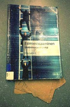 Joskus kirjojen välistä löytyy mitä kummallisimpia kirjanmerkkejä. Tämän kirjan välistä löytyi suodatinpussi.