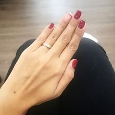 Rất ưng bộ #nails #Essie này #redcherry #essie352