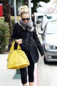 黄色のバックで一気に明るい印象に☆おしゃれなハンドバッグコーデのスタイル・ファッション☆