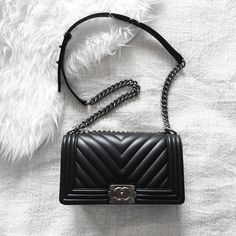 Chevron Chanel 'Boy' | pinterest: @Blancazh