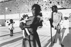 Angolan Civil War. アンゴラ内戦によって地雷で傷ついた人々。アンゴラ・クイトで撮影。 World press photo of the year 1996