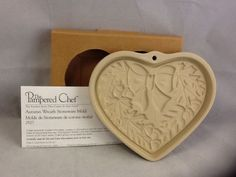 NEW Pampered Chef Autumn Wreath Stoneware Mold Heart Acorns Leaves