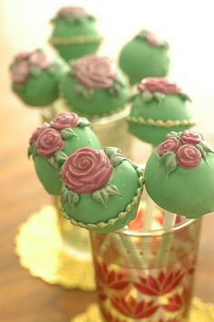 These ornately designed cake pops with their pink roses and gold rimmed frosting look like miniature works of art.  Would be a sweet touch for your vintage themed wedding!