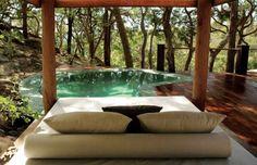 patio de jardin avec piscine