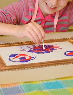 Patriotic Firework Paintings - a fun project for Independence Day! Patriotic Crafts, July Crafts, Summer Crafts, Firework Painting, Art For Kids, Crafts For Kids, Fireworks Art, Fireworks Photography, Easter Art