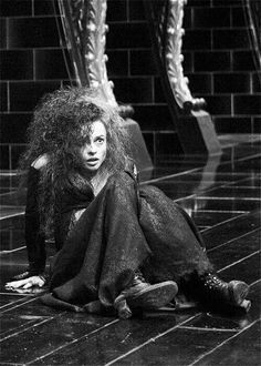 Here's Helena Bonham Carter playing Bellatrix Lestrange in Harry Potter. Shealyn loved her in the film so much her wish was to meet Helena in real life. She was given a special edition wand from the film! Harry James Potter, Mundo Harry Potter, Harry Potter Characters, Harry Potter Universal, Harry Potter Fandom, Harry Potter World, Slytherin, Hogwarts, Fans D'harry Potter
