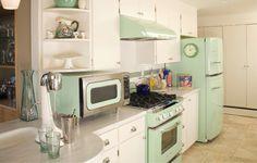 These Big Chill Jadeite Green Appliances transform this kitchen. Beautiful retro appliances with mod Big Chill, Retro Kitchen Appliances, Home Appliances, Retro Kitchens, 1950s Kitchen, Vintage Appliances, Kitchen Cabinets, Diy Kitchen Decor, Interior Design Kitchen