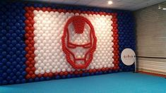 A SERIOUS HEAD MadeWithBalloons™   --- It is a serious looking head that is seriously well done as a backdrop wall #MadeWithBalloons™