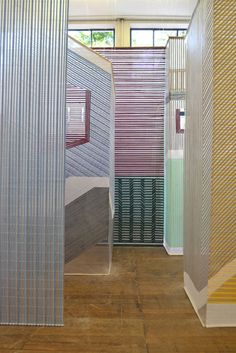 Dutch creative Wies Preijde's Tegendraads thread screens provide a magnificent alternative to walls . Using thread, she weaves lines often in graphic formation to create illusion of hallways, beams of light, 3 dimensionality, windows, and colour. As light shines through the gaps in thread the illusion of transparency becomes visible. http://www.wiespreijde.com/ #textile_art