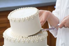How to make and assemble a wedding cake.