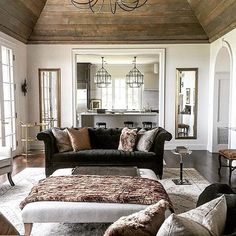 Love this warm and inviting room designed by @bethmcmillaninteriors!