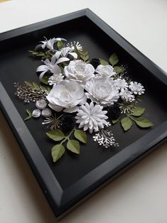 White Paper Flowers, Paper Flowers Craft, Paper Flower Wall, Paper Crafts Origami, Flower Crafts, Painted Flowers, Gift Flowers, Paper Wall Art, Flower Shadow Box