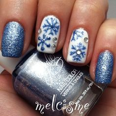 Blue and white snowflakes nails by @melcisme || 25 Best Christmas Nail Designs