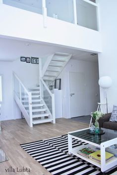 villa Luhta: olohuone Villa, Loft, Living Room, Bed, Furniture, Home Decor, Decoration Home, Stream Bed, Room Decor
