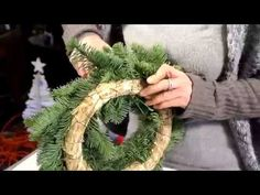 Sekunda dla kwiatów - Wianki, wieńce, wianki adwentowe jako formy florystyczne S01 E11 - YouTube Christmas Diy, Christmas Wreaths, Christmas Decorations, Holiday Decor, Grapevine Wreath, Grape Vines, Advent, Flower Arrangements, Youtube