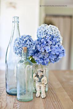 Beach house centerpiece!!! Bebe'!!! Love the blue hydrangeas...perfect for the beach, the coast or just for the backyard!!!