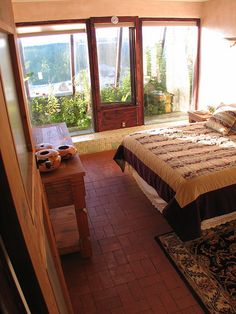 Hybrid Earthship second bedroom by Earthship Kirsten: Garden can be shoes-off decor Room design Earthship Design, Earthship Home, Earthship Plans, Modern Home Furniture, Deco Boheme, Natural Homes, Brick Flooring, Earth Homes, Model Homes