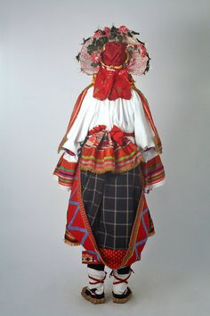 A skirt could be tucked in at the waist to collect gifts received during visits.