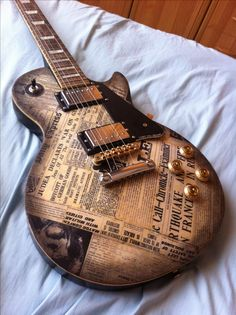 DIY LesPaul-style guitar w/ newspaper finish. Wow! would love to see this on a Strat! O_o