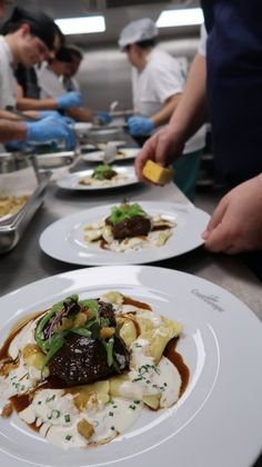 Empratamento no Navio Amália Rodrigues - CroisiEurope © Viaje Comigo Douro, Beef, Food, Breakfast, Ship, Meat, Essen, Meals, Yemek