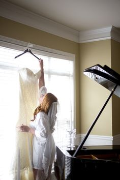 Wedding photography Bride getting ready wedding dress @kellyannephotography