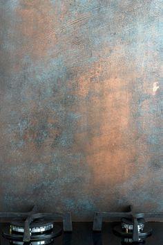 For the Home Kitchen splashback aged copper effect Copper Backsplash, Kitchen Backsplash, Kitchen Soffit, Kitchen Splashback Ideas, Copper Countertops, Glass Splashbacks For Kitchens, Sheet Metal Backsplash, Kitchen Ideas, Backsplash Panels