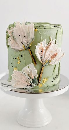 46. Delicate floral green birthday cake Whether you're looking for birthday cake ideas or celebration cakes. We've got something for every occasion. The cake... Buttercream Birthday Cake, Buttercream Cake Decorating, Green Birthday Cakes, 18th Birthday Cake, Pretty Cakes, Beautiful Cakes, Cake Decorating Techniques, Decorating Ideas, Simple Cake Designs
