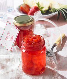 Frische Erdbeer-Ananas-Konfitüre -  Eine fruchtige Konfitüre mit Erdbeeren und Ananas zum sommerlichen Frühstück